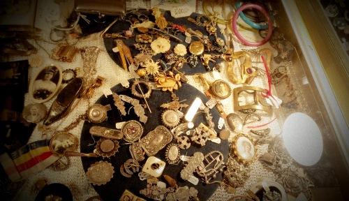 Randolph St Market - Vintage Jewelry (1)