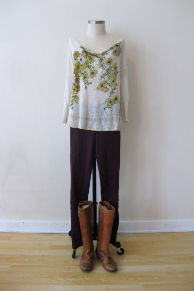 Spring Outfit - Floral Top & Burgundy Bottoms