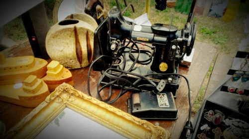 Vintage Singer Sewing Machine (1)