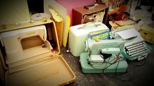 Vintage Singer Sewing Machine (2)